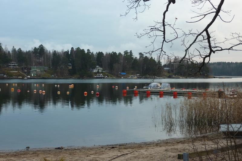 Der zum Winter gekürzte Anleger am Festland, Tranholmen liegt im Hintergrund.