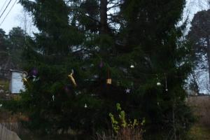 Nicht so viele Schweden haben einen Tannenbaum, aber dieser hier trägt besonderen Schmuck.